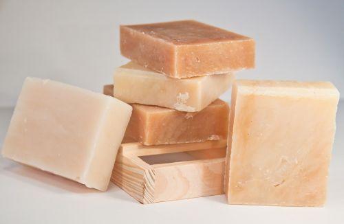 Hygiène corporelle : utiliser un savon ou un gel douche ?