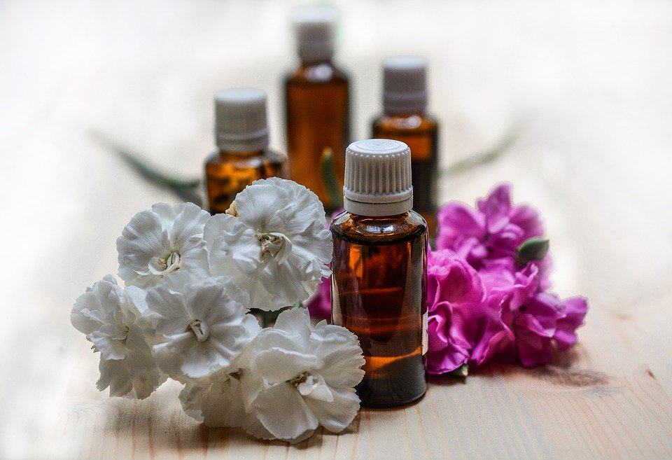Les huiles essentielles qui nous aident à mieux dormir