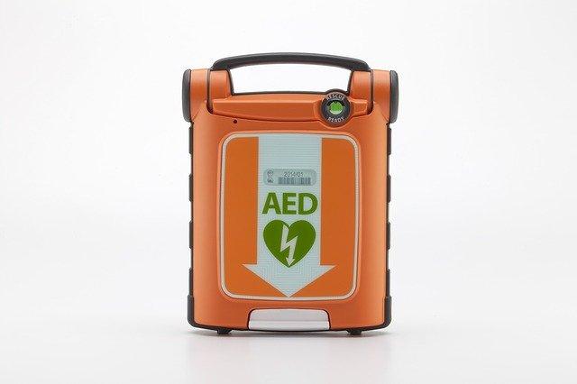DAE : un appareil électrique pour sauver une victime d'arrêt cardiaque