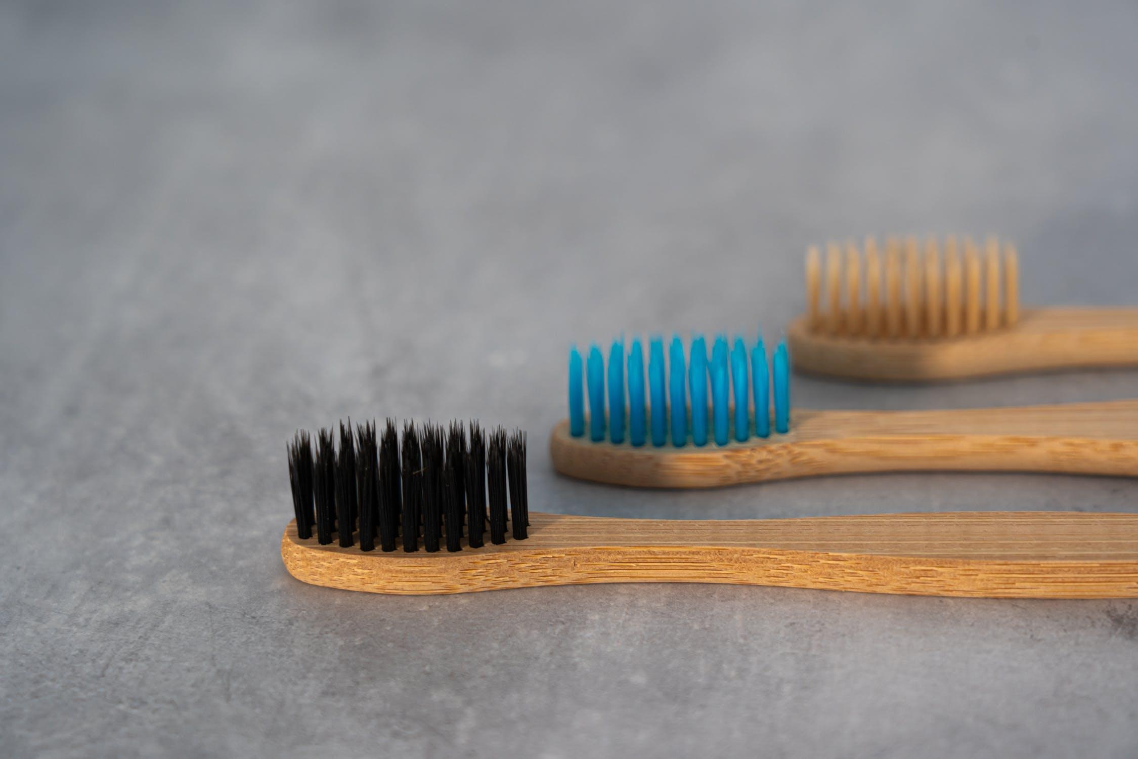 Conseils et astuces pour choisir sa brosse à dent écologique