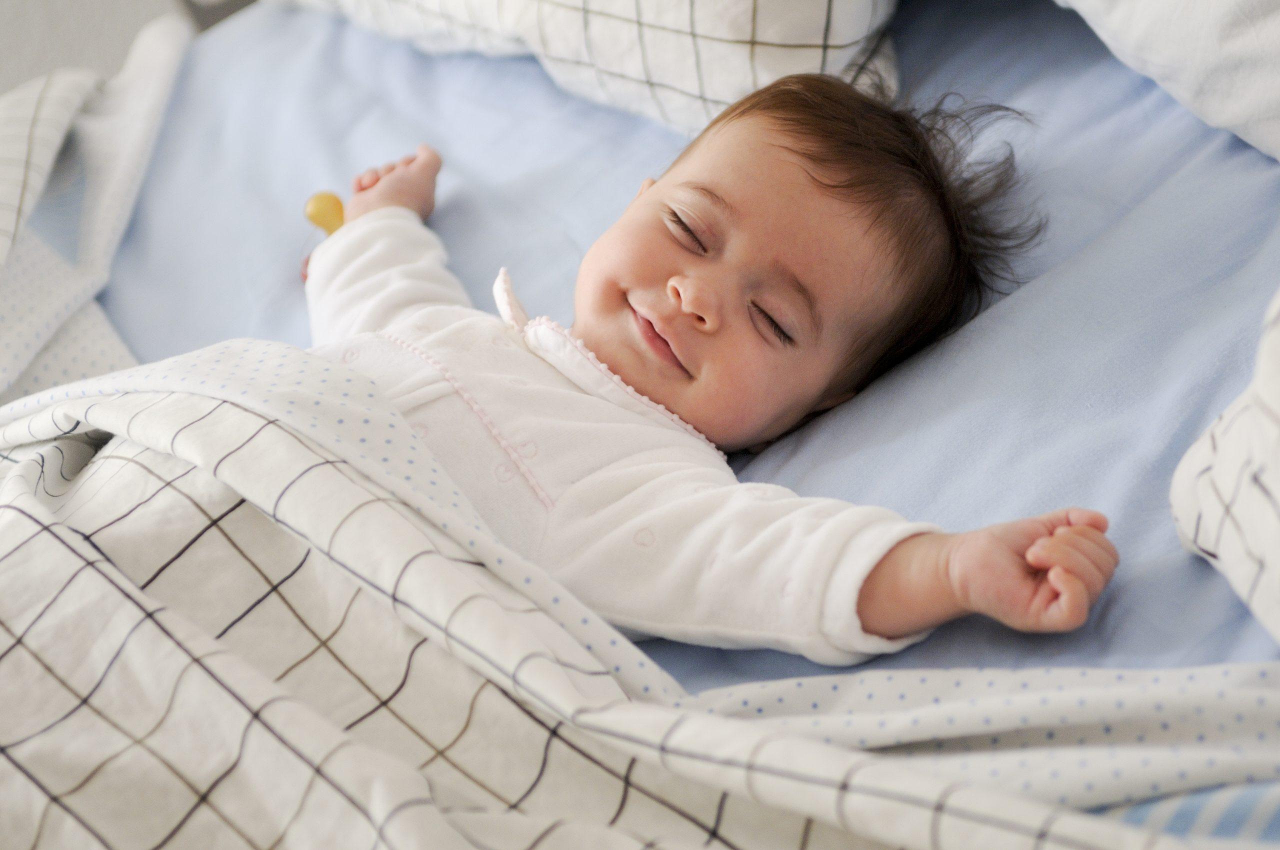 10 conseils pour aider votre bébé à bien faire ses nuits